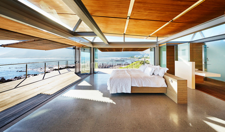 Modern luxury home showcase bed open to patio with sunny ocean viewの写真素材 [FYI02173079]