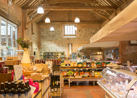 Market with brick walls and wood beam vaulted ceilingの写真素材 [FYI02173204]