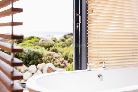 Home showcase soaking tub with viewの写真素材 [FYI02173300]