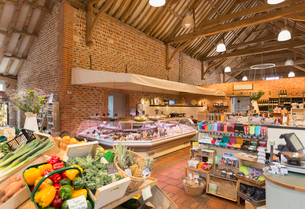 Market with brick walls and wood beam vaulted ceilingの写真素材 [FYI02173454]