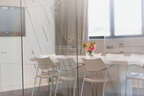 Empty conference room in architectural firmの写真素材 [FYI02173466]