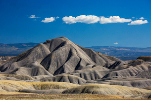 Blue sky and clouds over Badlands, Colorado, United Statesの写真素材 [FYI02173646]
