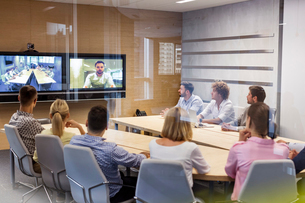 Business people in video conference meetingの写真素材 [FYI02174023]