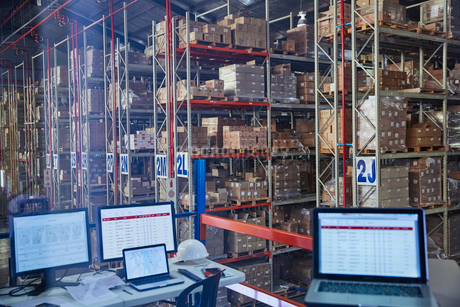 Laptops and computers in distribution warehouseの写真素材 [FYI02174342]