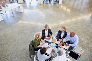 Business people handshaking in meetingの写真素材 [FYI02174682]