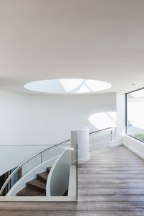 Round skylight at top of stairs in modern luxury home showcase interiorの写真素材 [FYI02175457]