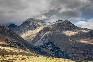Landscape view of Sutherland mountains, New Zealandの写真素材 [FYI02175547]