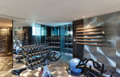 Gym with equipment in modern luxury home showcase interiorの写真素材 [FYI02175700]