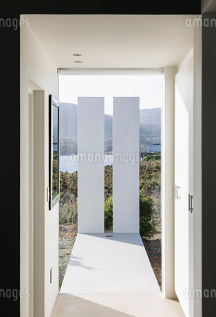 Sunny modern luxury home showcase interior corridorの写真素材 [FYI02176401]