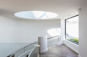 Round skylight at top of stairs in home showcase interiorの写真素材 [FYI02176413]