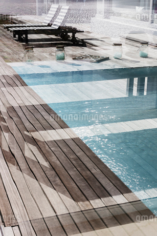 Luxury swimming pool and patioの写真素材 [FYI02176494]