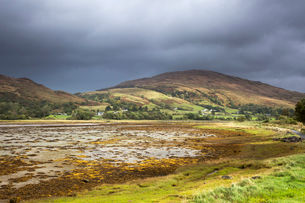 Storm clouds over tranquil rolling hills, Appin, Argyll, Scotlandの写真素材 [FYI02176593]