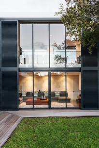 Modern, luxury home showcase exteriorの写真素材 [FYI02176899]
