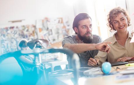 Design professionals using graphics tablet working in officeの写真素材 [FYI02176938]