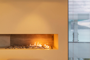 Modern rock gas fireplace in home showcase interiorの写真素材 [FYI02177099]