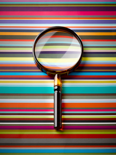Magnifying glass on striped backgroundの写真素材 [FYI02177592]
