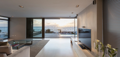 Modern luxury home showcase living room with ocean viewの写真素材 [FYI02177721]