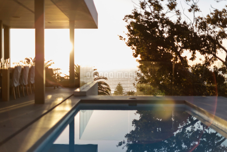 Tranquil lap swimming pool on sunset patioの写真素材 [FYI02178316]