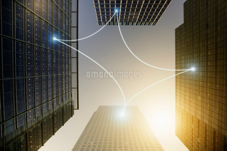 Fiber optic light communication connecting highrise buildings, conceptの写真素材 [FYI02178744]