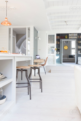 Luxury home showcase kitchenの写真素材 [FYI02179403]