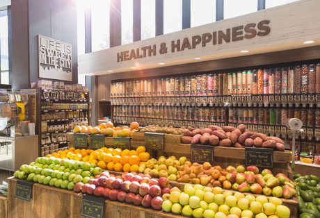 Fresh, organic fruits, vegetables and bulk food in health food storeの写真素材 [FYI02179523]