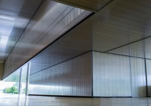 Modern office lobby corridorの写真素材 [FYI02179608]