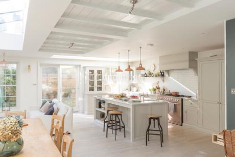 Luxury home showcase kitchenの写真素材 [FYI02179692]
