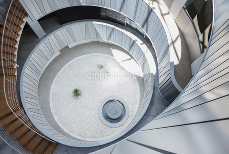 View from above round, modern office courtyard atriumの写真素材 [FYI02179872]