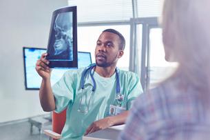 Male surgeon examining skull x-ray in hospitalの写真素材 [FYI02180176]