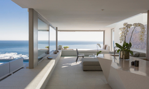 Modern, luxury home showcase interior living room with sunny ocean viewの写真素材 [FYI02180196]