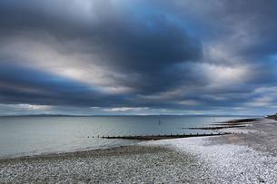 Snow on stormy, remote ocean beach, Silloth, Cumbria, UKの写真素材 [FYI02180388]