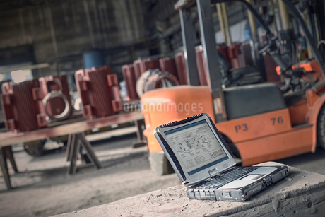 Digital blueprints on laptop in steel millの写真素材 [FYI02180429]