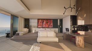 Modern, luxury home showcase bedroomの写真素材 [FYI02180445]