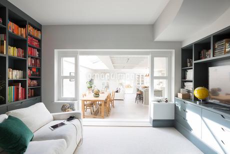 Luxury home showcase libraryの写真素材 [FYI02180500]