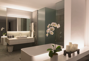 Illuminated modern, luxury home showcase bathroomの写真素材 [FYI02180786]