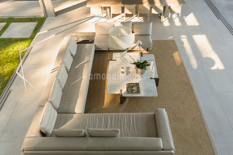 Elevated view sectional sofa in modern, luxury home showcase interior living roomの写真素材 [FYI02180858]