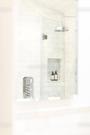White home showcase bathroomの写真素材 [FYI02181237]