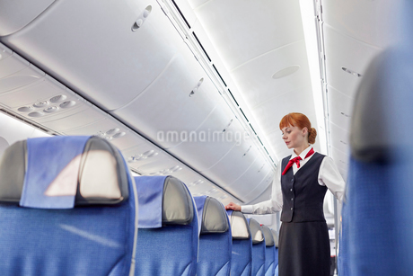 Female flight attendant on empty airplaneの写真素材 [FYI02181419]