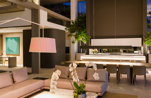 Illuminated modern, luxury home showcase interior living room and kitchenの写真素材 [FYI02181505]