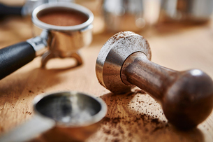Close up coffee tamper and espressoの写真素材 [FYI02181532]