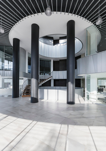 Architectural, modern office lobbyの写真素材 [FYI02181654]