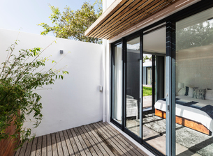 Sunny, modern home showcase patio and bedroomの写真素材 [FYI02181834]
