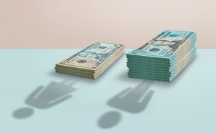 US Currency gender pay gapの写真素材 [FYI02181888]