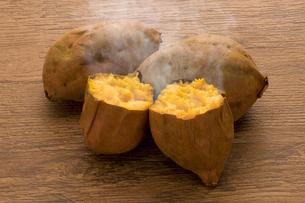 焼き芋 安納芋の写真素材 [FYI02182021]