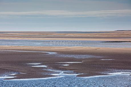 Tranquil sandy bay, Morecambe Bay, UKの写真素材 [FYI02182496]