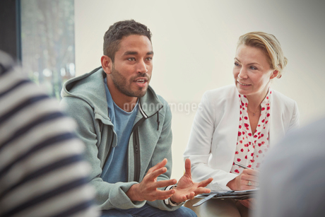 Young man talking in group therapy sessionの写真素材 [FYI02182651]
