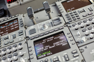 Airplane cockpit instruments and control panelの写真素材 [FYI02183277]
