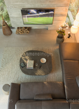 View from above soccer game on TV in modern, luxury home showcase interior living roomの写真素材 [FYI02183761]