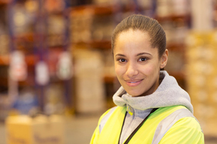 Worker smiling in warehouseの写真素材 [FYI02184361]