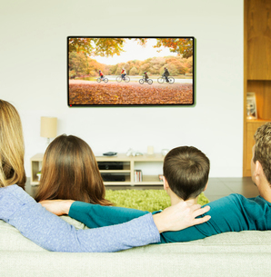 Family watching television in living roomの写真素材 [FYI02184560]